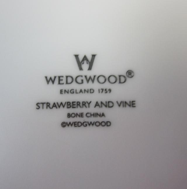 ウエッジウッド Wedgwood  ストロベリー&バイン サラダソーサー (オートミール)